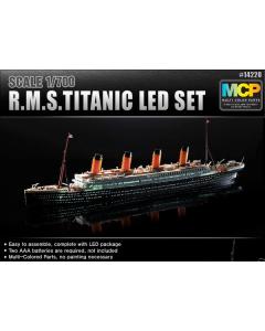 1/700 RMS Titanic with LED Lighting Set Academy 14220