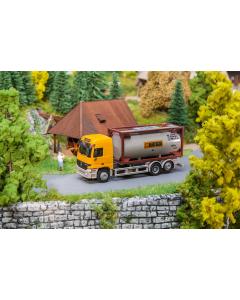 H0 Car System: Vrachtwagen MB Actros LH'96 Chemietransport Bertschi (HERPA) Faller 161483