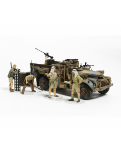 1/35 British LRDG Command Car North Africa with 7 Figures (TAM32407)